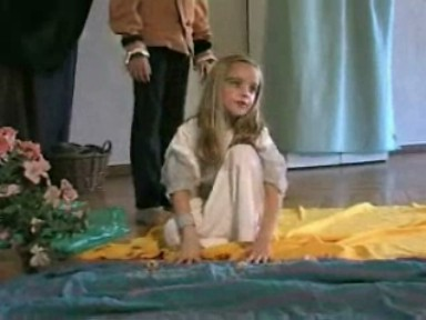 language-theatre little girl blond fairy