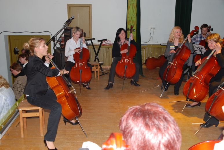 cello circle adolescents happy group lesson