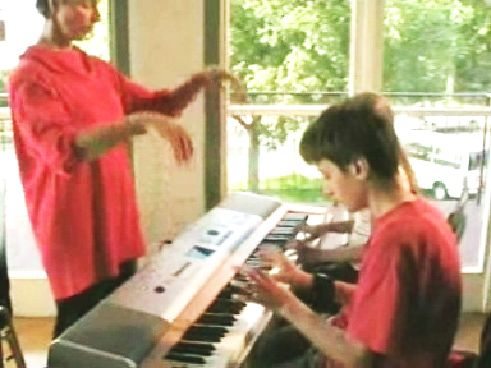 music as a sport neurodidactic brain-based method piano teacher demonstrating